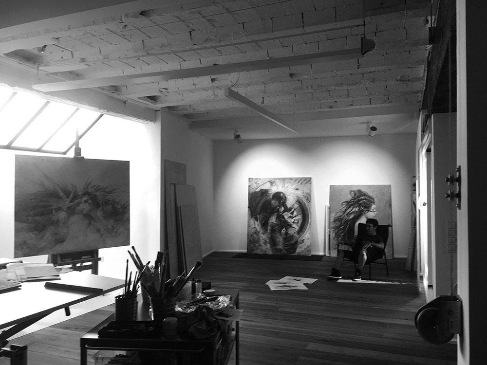 Art-studio-visits-Luis-Royo-Romulo-Royo-Fantasy-Paintings-drawings-3