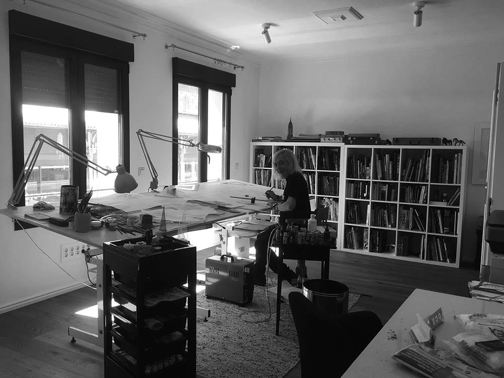 Art-studio-visits-Luis-Royo-Romulo-Royo-Fantasy-Paintings-drawings-2