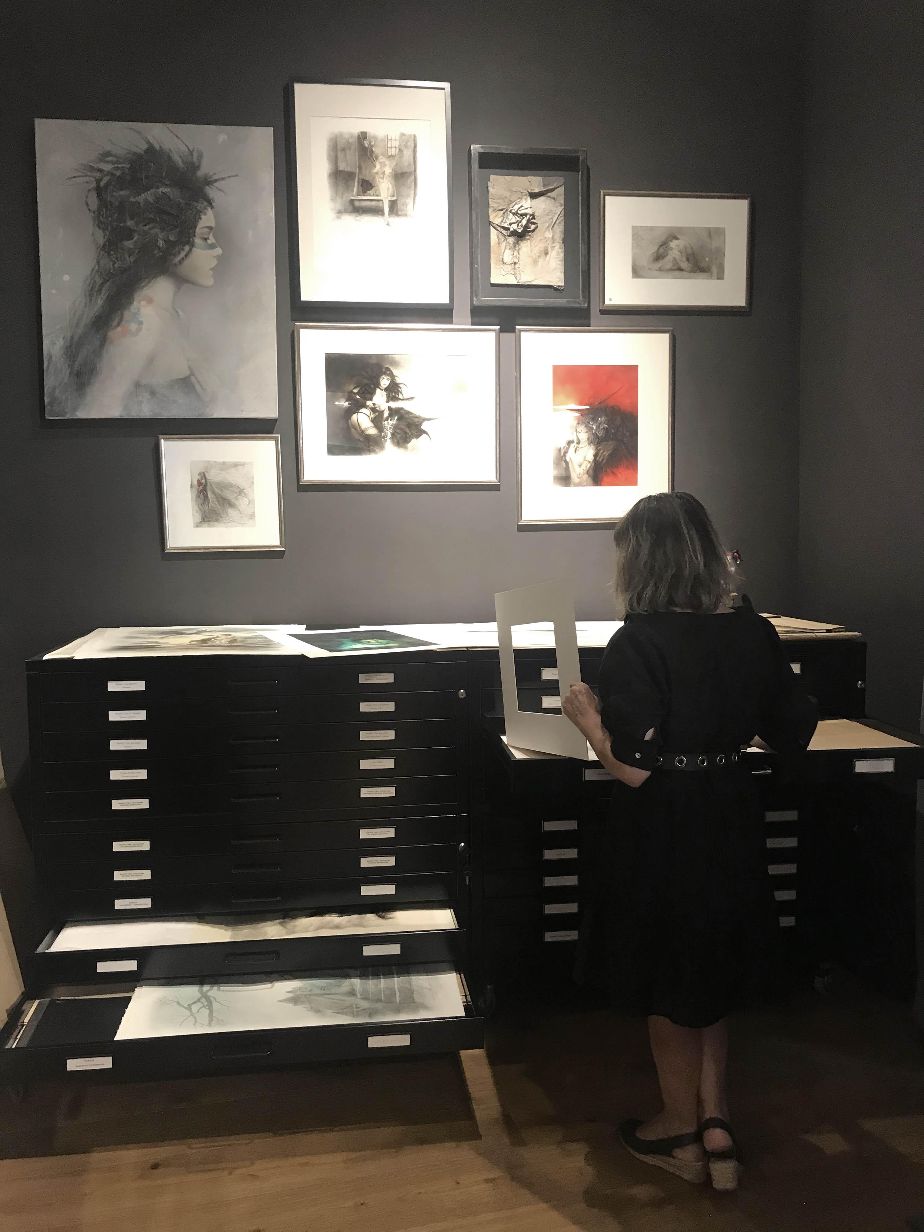 Fantastic_art_exhibition_Laberinto_gris_gallery_luis_royo_romulo_royo_5